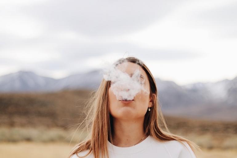 Pandémia dáva zabrať pľúcam. Pribúdajú ženy fajčiarky
