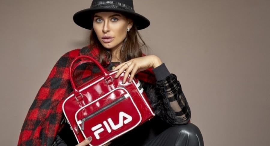 Aká je ideálna kabelka? Predsa taká, ktorá lichotí ženskej postave. Poďme ju vybrať